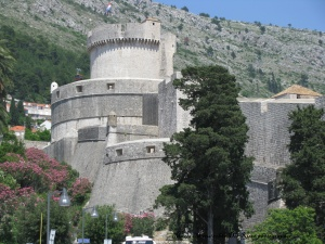 Vista de la torre  en la ciudad amurallada de Dubrovnik