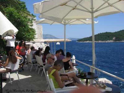 Bar terraza con vista al mar