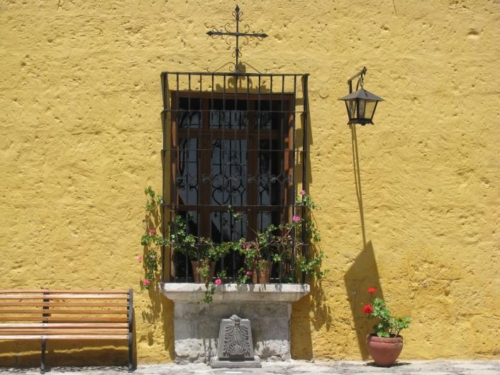 Ventana típica de  de la ciudad Arequipa en la casona del Fundador