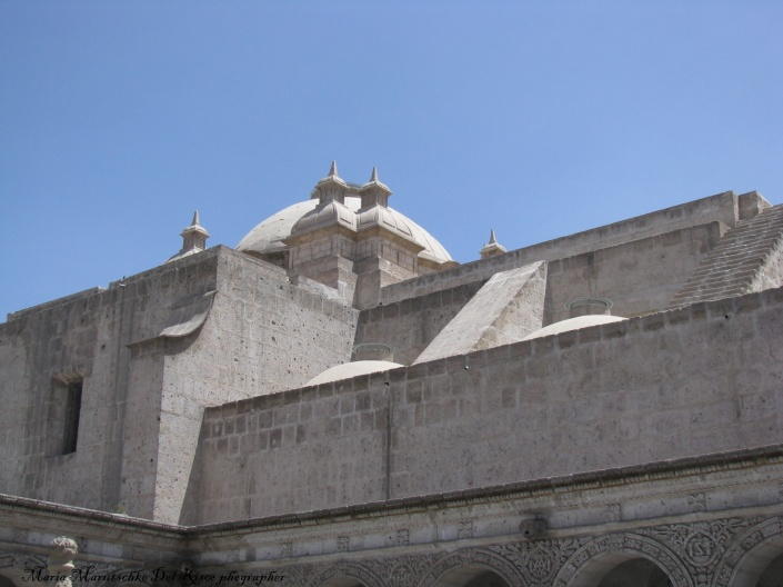 Vista de la cúpula de Iglesia de la Compania , el estilo es morisco.