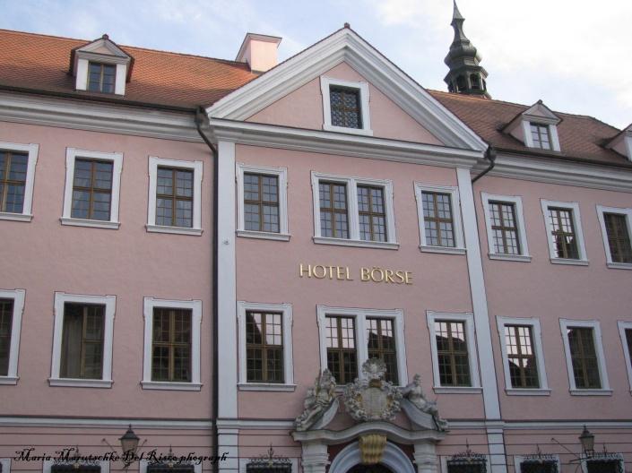 Fachada de Hotel en el centro de la ciudad.
