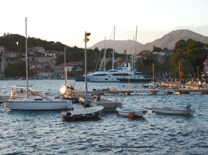 Puerto en la isla de Cavtat, Croacia