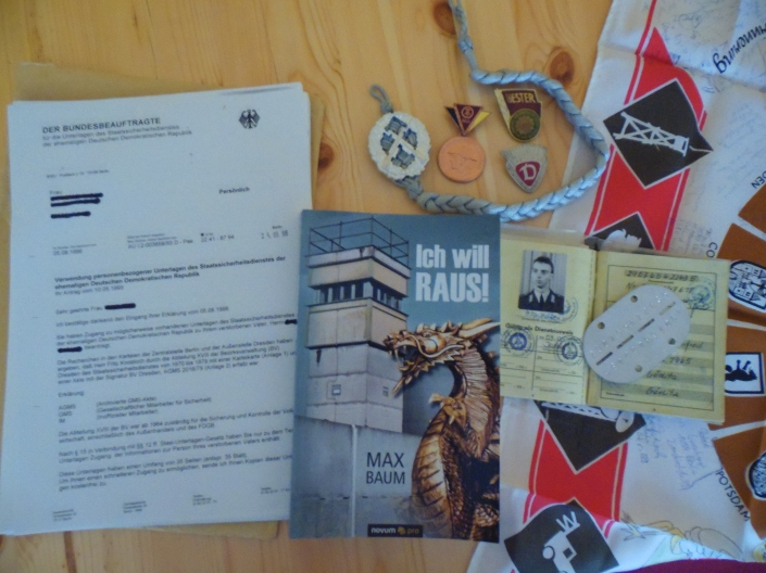 The past of Max, military service , the Stasi report of his grandfather and the book.